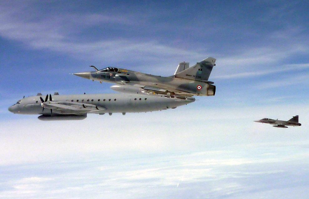 Rysk IL-20M uppvaktad av såväl baltisk (fransk) som svensk  incidentberedskap. Foto  Franska flygvapnet e58acbb5c5775